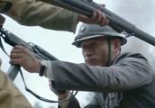 硬汉打不过鬼子想逃,被师长半路拦截重燃斗志,杀回去完虐小日本