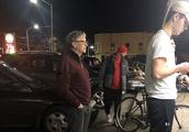 亿万富翁排队买汉堡:网友在快餐店门口偶遇比尔·盖茨