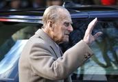 97岁英国菲利普亲王开车出车祸!整辆车侧翻,玻璃碎一地