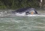 为什么汽车落水后大多数人都逃不出来?救生员:其实逃生很简单