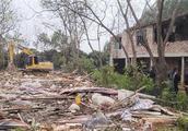 南宁拆除邕江边29处非法养殖棚,面积约1.4万平方米