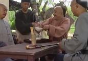 乾隆摆架子不喝井水,纪晓岚却搬出一个人来,乾隆不得不喝!