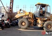 县工商质监局集中销毁一批假冒伪劣电动车