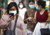 泰国雾霾严重导致口罩脱销,市民用胸罩、内裤套头上当口罩使