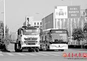 体验济南无人驾驶公交:遇障碍只能等待 还不会减速绕行