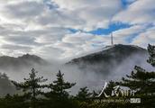 安徽黄山现壮美云海