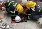 福建福州一民房倒塌,7人被困已成功救出2人……