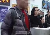 这下真走不了了!夫妻因航班取消怒砸机场设施 辱骂民警被拘留