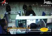 陕西西安:双胞胎弟弟冒用哥哥证件 难逃边防民警火眼金睛
