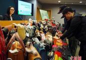 香港海关捣毁5个假货仓库 含数千件大牌仿品