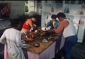 道具师家装修太高级,桌子盘子连接一体,吃完饭直接挂墙上当壁画