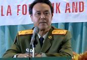 国外记者质疑中国军人,将军当场让少校把衣服脱了,场面感人震撼
