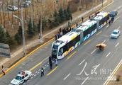 """""""智轨""""电车在哈尔滨市试跑受市民追捧"""