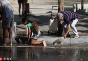 委内瑞拉停电供水中断 居民下水道汲水面包一个卖100美元