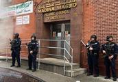 美国纽约市出动大批武装警察 持枪守卫清真寺