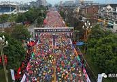 30000人的马拉松狂欢,我想为你点赞:都江堰,好样的!