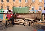长岛交警开展渣土车违法行为专项整治