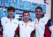 巴蒂、巴乔等传奇球星成都参加校园足球活动 穿中国校服太接地气