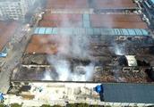 宝山区一二八纪念路仓库火灾明火已扑灭,暂无人员伤亡