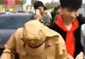 男子穿日本军服开豪车迎亲引众怒 警方:拘留3人 训诫3人