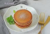 做松饼不用牛奶和黄油,豆浆、色拉油也可以,低脂健康超好吃