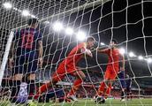 33岁争议国脚亚洲杯再现世界级传球:泰国3大后卫都被他轻松戏耍