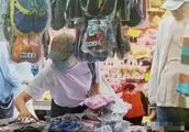 节俭!52岁陈法蓉被拍卖名牌包买地摊货,曾投资房地产获利甚多