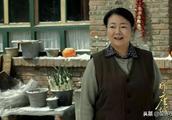 50岁萨日娜新剧《那座城这家人》播放,网友大赞演技真实!