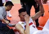 易建联受伤后,刘冠岑微博沦陷了,不少网友怒斥其打球太脏了