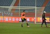 鲁能球迷可以放心了,王大雷伤愈回归,前场大腿外援状态出色