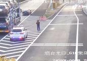 高速上轿车突然倒车,引发追尾司机还拒不承认!驾照分数全扣光