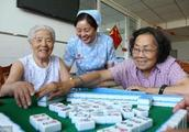 106岁大娘打麻将从不输钱,临终前告诉孙子,记住7招,稳赢不输