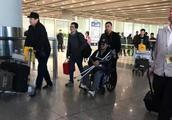 吴京因拍《攀登者》腿受伤被赞好演员,网友:不要命就是好演员?