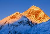 珠穆朗玛峰,这座世界上最高的山峰真假难辨的十个传说