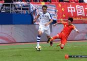韦世豪断腿式飞铲后还辱骂对手,贺炜:中国足球不需要这样