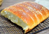 牛奶面包自己做,奶香浓郁,组织细腻如棉花,用手撕着吃,真过瘾