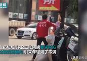 武馆教练当街殴打60岁环卫工 多次猛扇头部 只因乱扔垃圾不服劝阻