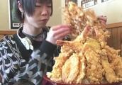 """日本大胃王吃""""巨虾饭"""",这么大一碗够我吃好几顿"""