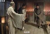 刘备下跪求徐庶,刘备:刘备不才,请先生出山