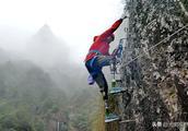 """69岁""""无腿老人""""挑战徒手攀岩,曾成功攀登珠峰"""