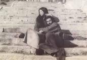 三毛爱了荷西6年,二人的婚姻结局却很残酷,为何我们被骗了多年