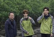 蔡徐坤公益星光行动直播截图来啦,正能量冲锋衣少年冲鸭!