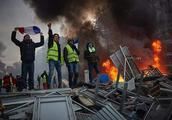 法国启动调查,指控俄罗斯鼓动巴黎暴乱,遭俄总统秘书强烈反对