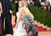 Lady Gaga亮相红毯,恨天高、渔网袜、高叉裤展狂野性感