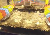 """揭秘游戏厅的推币机,为什么投多少币都不掉?我们都被""""套路""""了"""