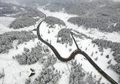 航拍重庆仙女山-3℃下的雪原,一派千里冰封的北国风光