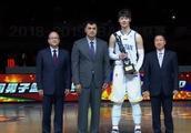 实至名归,中国男篮第一人之争,王哲林已甩开郭艾伦