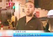 """交警夜查火车站周边的""""乱象"""",发现随意停车、非法运营不在少数"""