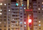 """汉语热席卷全球?俄罗斯一红绿灯""""说""""中国话,官方:中国制造的"""