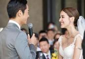 年近50岁的郑嘉颖,微博宣布妻子怀孕,拥抱妻子的照片让人羡慕!